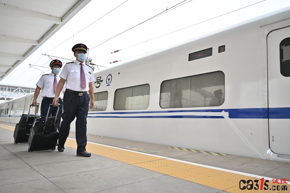 中铁郑州局端午假期首日发送旅客61.4万人旅客出行平稳有序