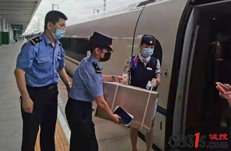 G1966次高铁列车为河南抗洪抢险物资运输贡献力量