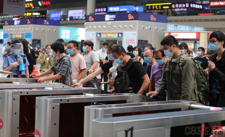 国庆小长假郑州铁路累计发送旅客322.4万人